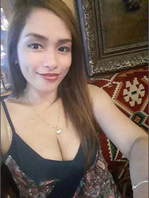 CharinHendina profile photo 4