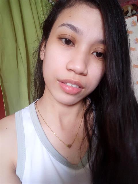 22 year old woman single