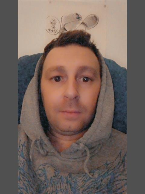 Dating profile for Lonelyme4you from Melbourne , Australia
